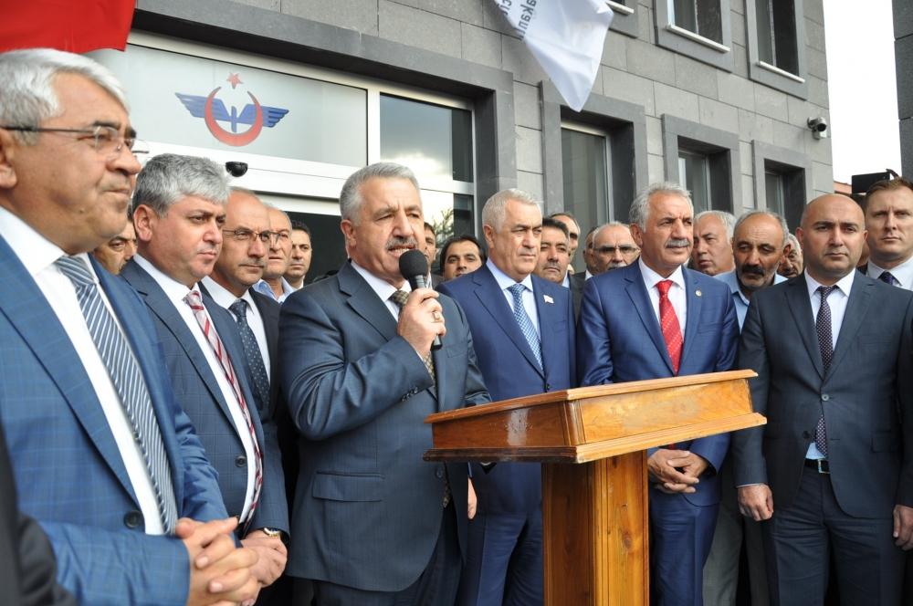 Tiflis'ten gelen ilk BTK Hattı treni Kars'ta coşkuyla karşılandı 3