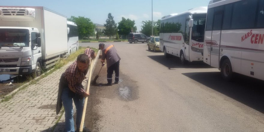 Kars'ta temizlik çalışmaları aralıksız devam ediyor
