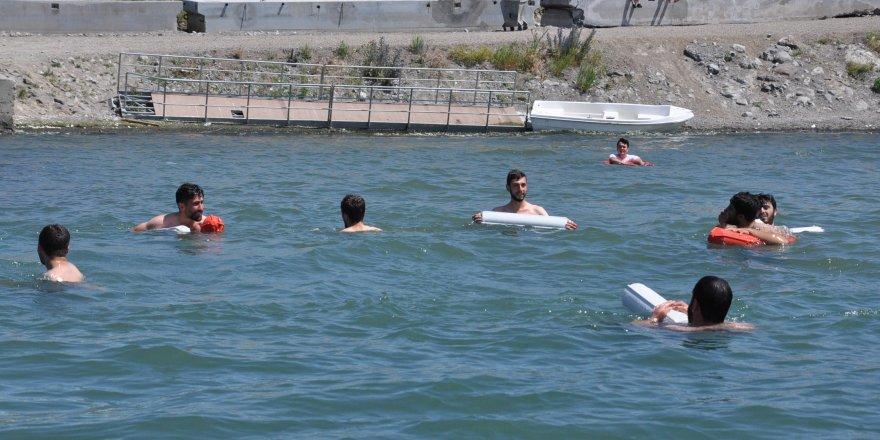 Çıldır Gölü Yoğun İlgi Görüyor