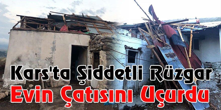 Kars'ta şiddetli rüzgar evin çatısını uçurdu