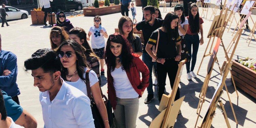 """Kars'ta lise öğrencilerinin """"Şehr-i Kars"""" fotoğraf sergisi"""