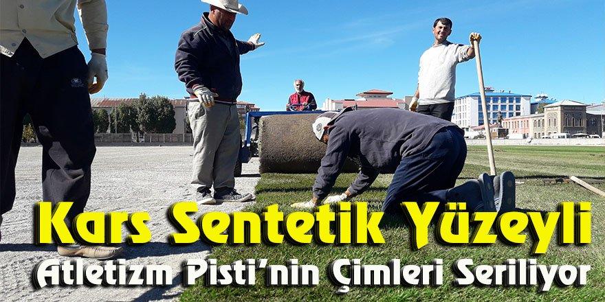 Kars Sentetik Yüzeyli Atletizm Pisti'nin çimleri seriliyor