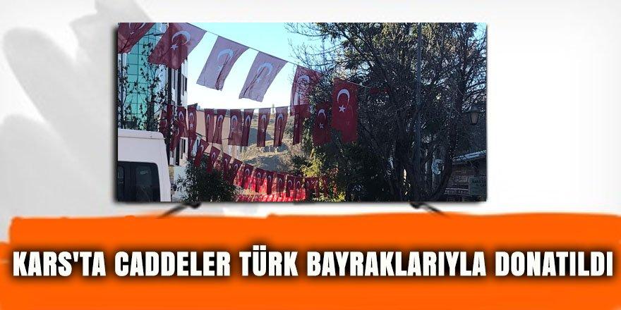 Kars'ta caddeler Türk bayraklarıyla donatıldı