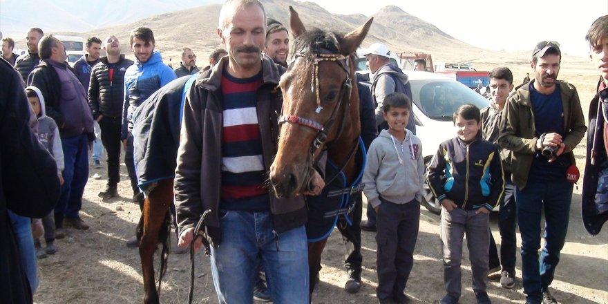 Kağızman'da At Yarışları Yapıldı