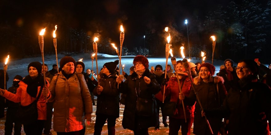 Cıbıltepe'de Meşaleli Kayak Gösterisi