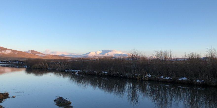 Kars'ta, gün batımı manzarası görenleri büyülüyor