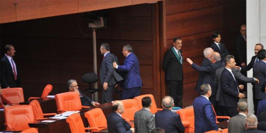 Yakışmadı! Meclis'te küfürler havada uçuştu
