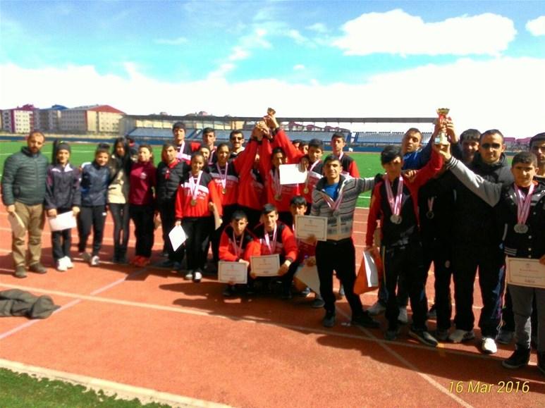 Okullar arası Atletizm müsabakaları yapılan yarışların ardından sona erdi.