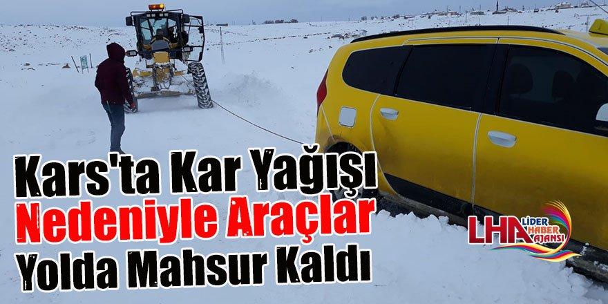 Kars'ta Kar Yağışı Nedeniyle Araçlar Yolda Mahsur Kaldı