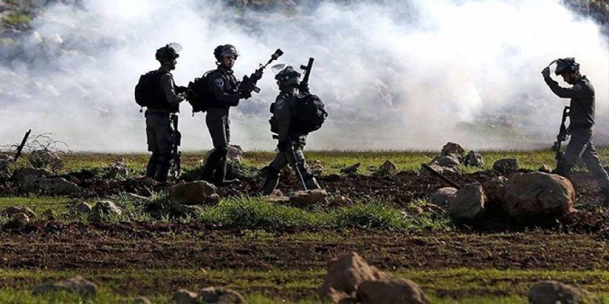 İsrail askerleri Ramallah'ın bir köyünde 28 Filistinliyi yaraladı