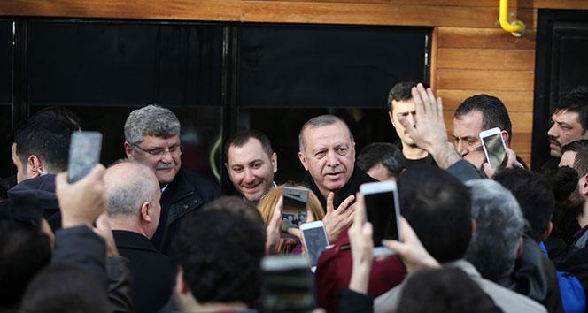 Cumhurbaşkanı Erdoğan, Çengelköy'de çay bahçesinde vatandaşlarla sohbet etti