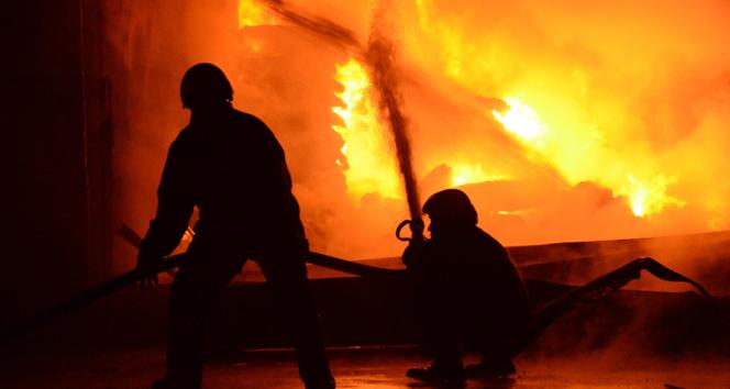 Paris'te yangın: 7 ölü