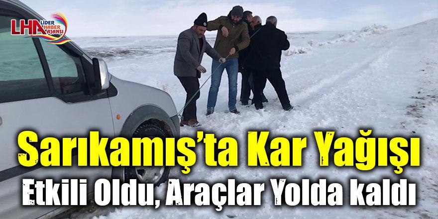 Sarıkamış'ta kar yağışı etkili oldu, araçlar yolda kaldı