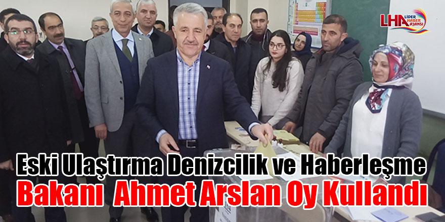 Eski Ulaştırma Denizcilik ve Haberleşme Bakanı Arslan oy kullandı
