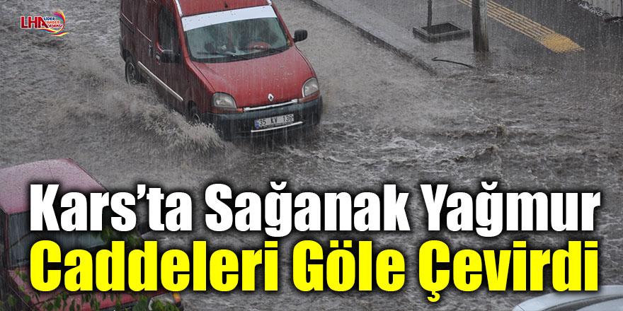 Kars'ta sağanak yağmur caddeleri göle çevirdi