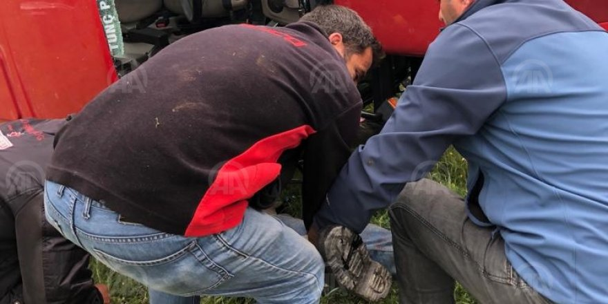 Ardahan'da devrilen traktörün altında kalan sürücü öldü