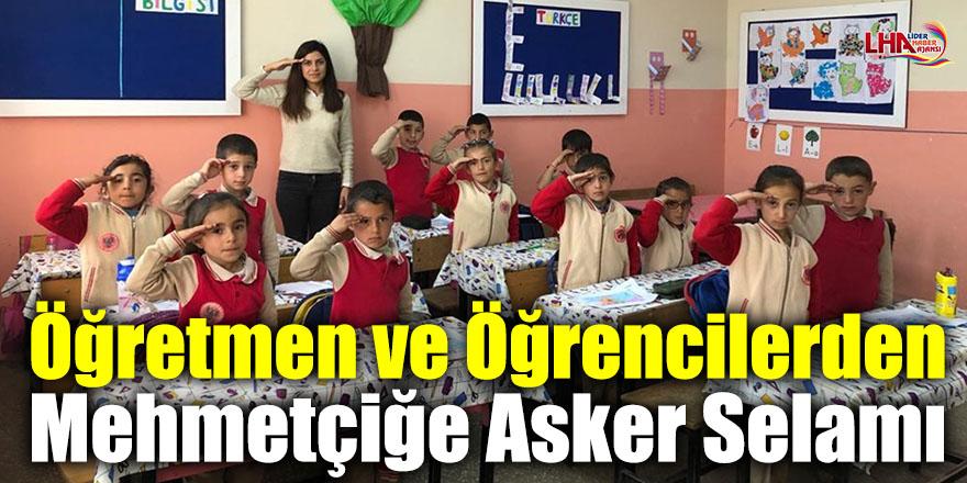 Öğretmen ve Öğrencilerden Mehmetçiğe Asker Selamı