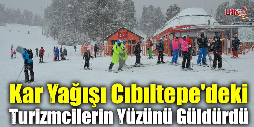 Kar Yağışı Cıbıltepe'deki Turizmcilerin Yüzünü Güldürdü