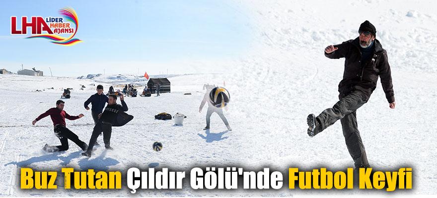 Buz Tutan Çıldır Gölü'nde Futbol Keyfi