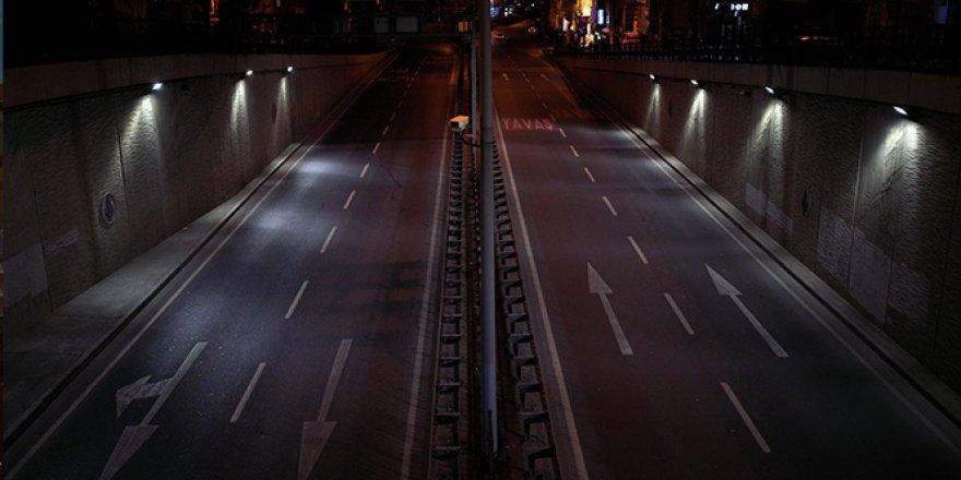 Sokağa çıkma kısıtlaması başladı, İstanbul'un yolları boşaldı