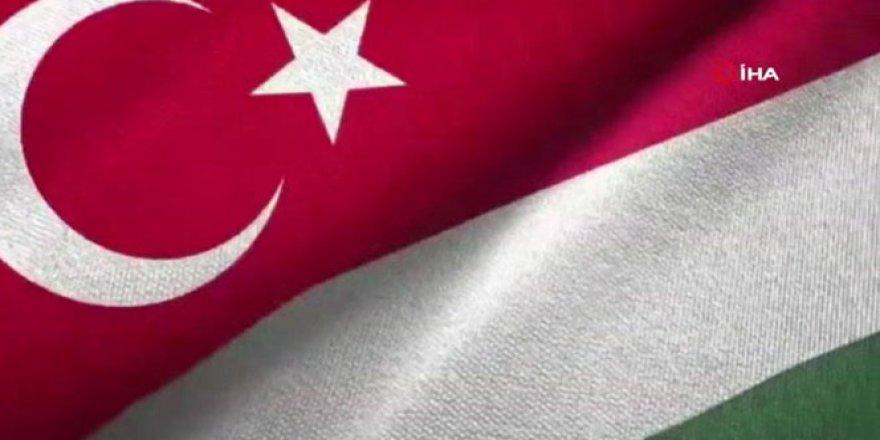 Macaristan Büyükelçiliği çalışanlarından 23 Nisan'da İstiklal Marşı paylaşımı