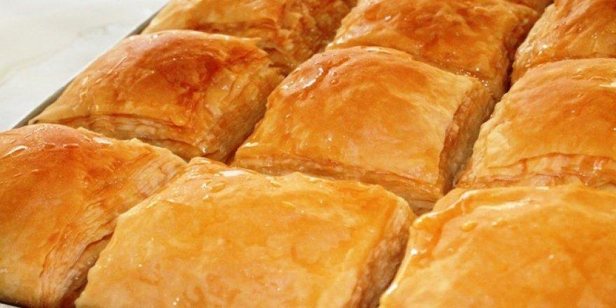 Adını yöre insanından alan börek görünümlü tatlı: Laz Böreği