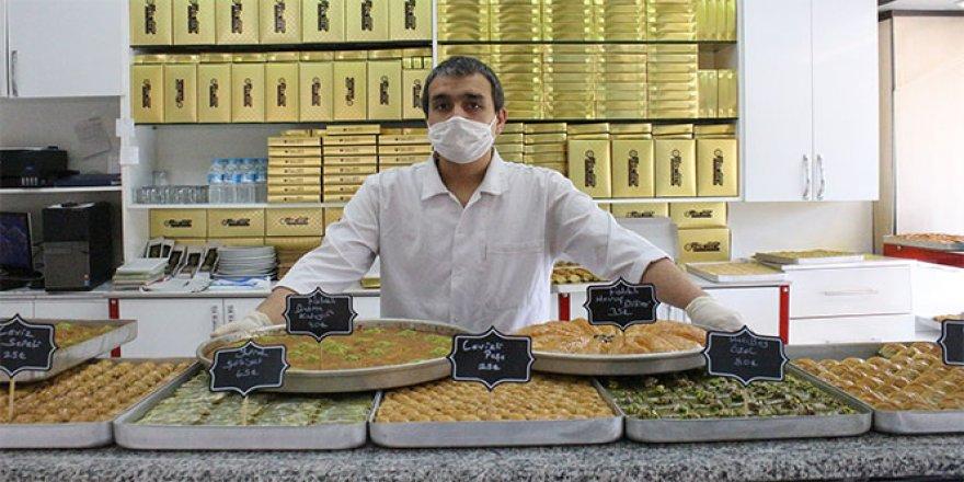 Uşak'ta tatlıcı esnafı Ramazan ayı satışlarından umutlu
