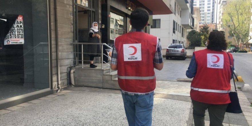 Türk Kızılay Kadıköy'de ramazan pidesi dağıttı