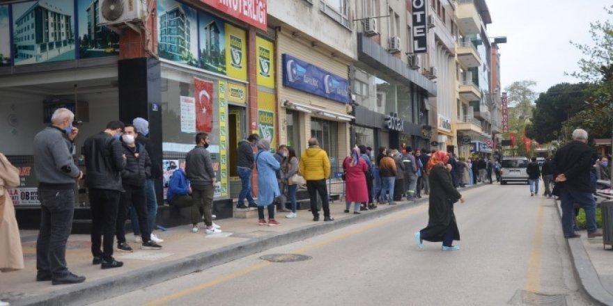 4 günlük yasak sonrası caddeler vatandaşlarla doldu