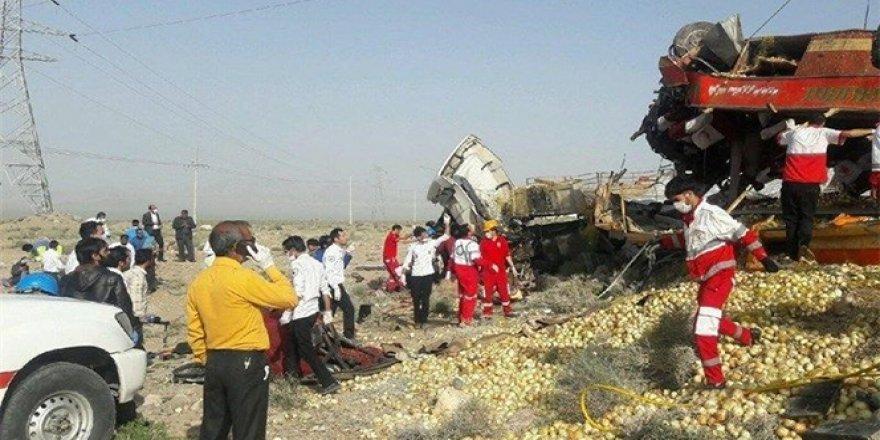 İran'daki feci kazada 12 kişi hayatını kaybetti