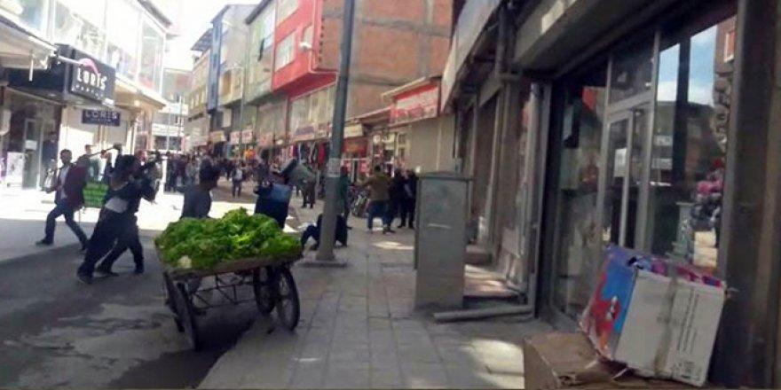 Doğubayazıt'ta zabıta ve seyyar satıcılar arasında kavga çıktı
