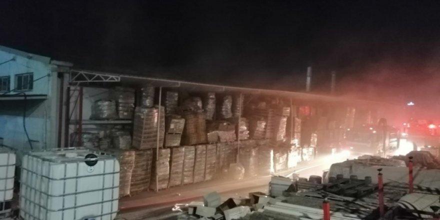Tuzla'da dezenfektan üretimi yapan fabrikada korkutan yangın