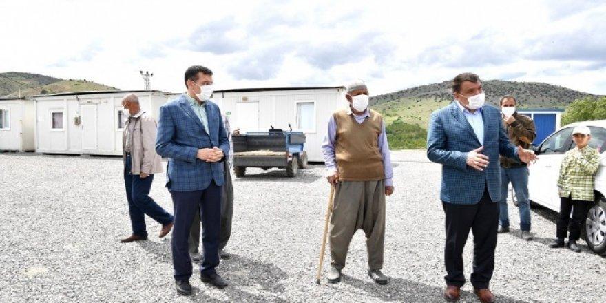 Konteyner kentte yaşayan depremzedeler ziyaret edildi