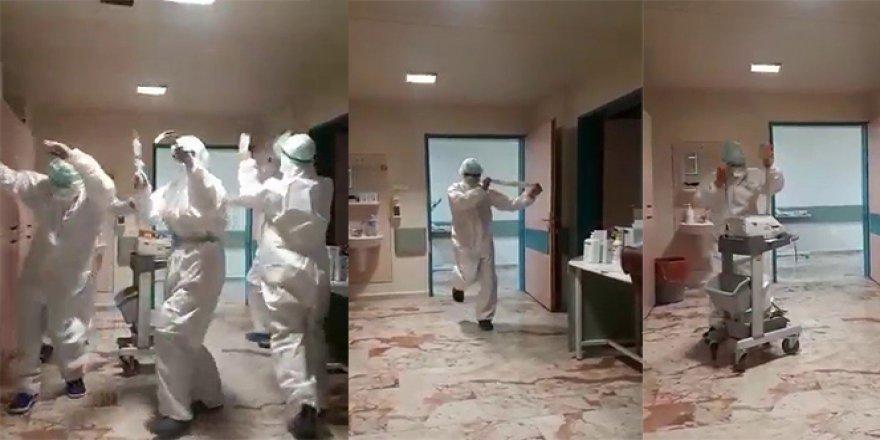 Korona nedeniyle yoğun bakımda hasta kalmayınca sağlıkçılar böyle sevindi
