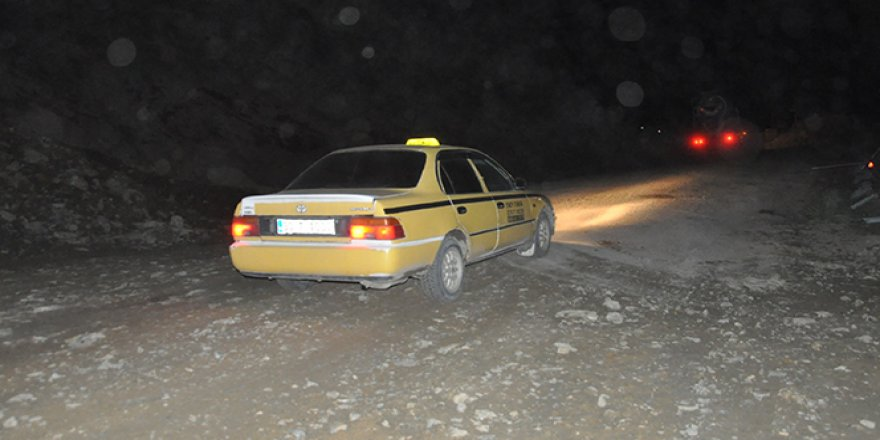 Yüksekova-Van karayolu 6 gün sonra kontrollü bir şekilde açıldı