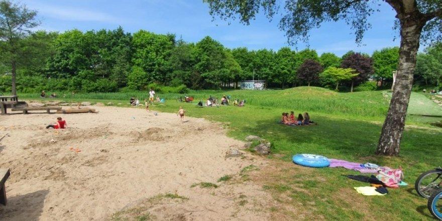 Hollanda'da çocuklar parklara akın etti