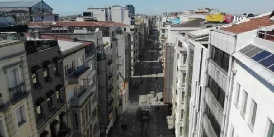 Sokağa çıkma kısıtlaması sonrası Taksim Meydanı sessizliğe büründü