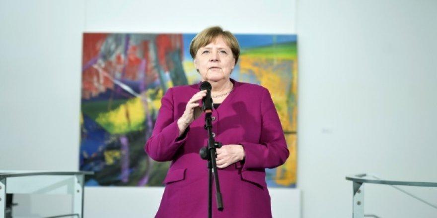 Almanya Başbakanı Merkel'den 'Kurallara uyun' çağrısı