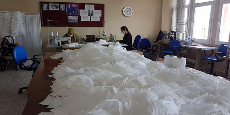 LGS'ye girecek öğrenciler için maske üretiliyor