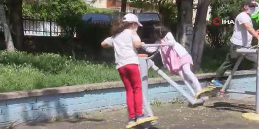 İznin başlamasıyla çocuklar parklara akın etti