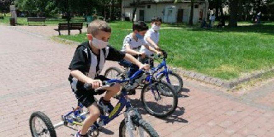 Bursa'da çocuklar parklara akın etti