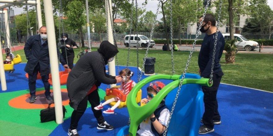 Kısıtlama sonrası çocuklar parklara koştu doyasıya eğlendi