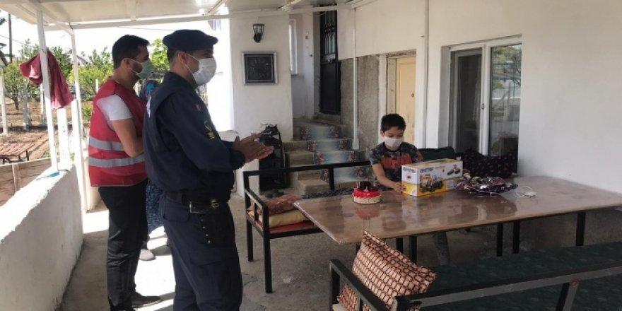 Seyitgazi Vefa ekibinden sağlık çalışanının oğluna doğum günü sürprizi