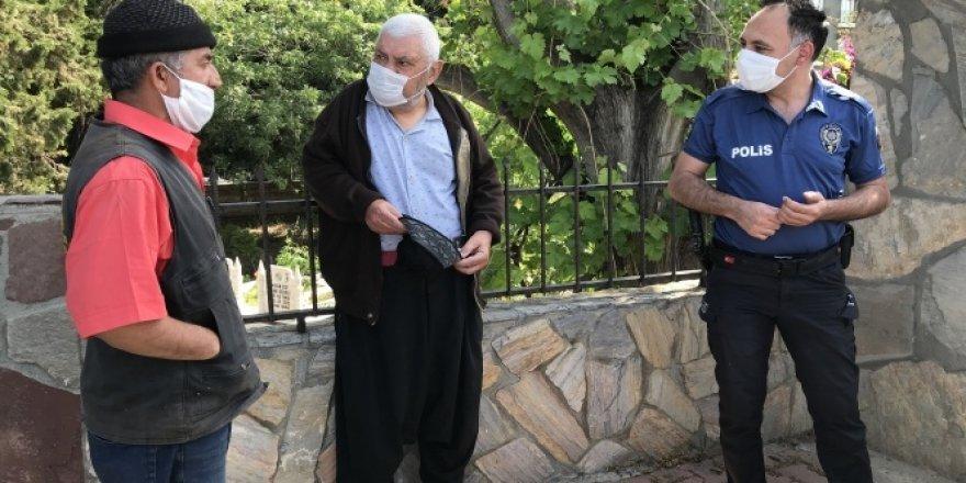 Antalya'da 84 yaşındaki adam kamyonetiyle trafiği birbirine kattı