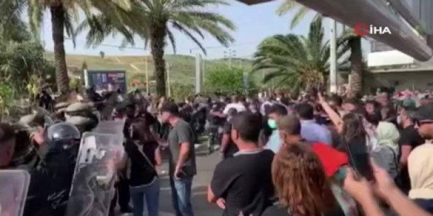İsrail'de Filistinli gencin polis kurşunuyla öldürülmesi protesto edildi