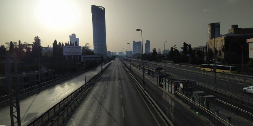 İstanbul'da D-100 Karayolu ile 15 Temmuz Köprüsü boş kaldı
