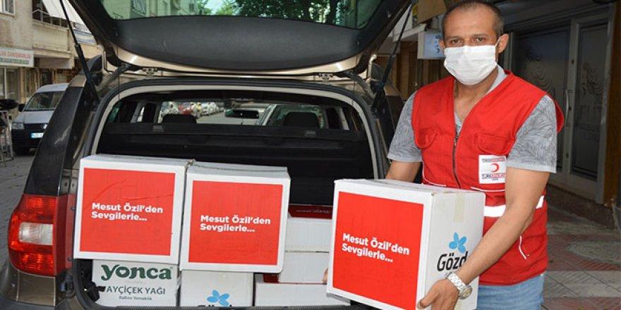 Mesut Özil'in destekleriyle Yunusemre'de 120 aileye yardım