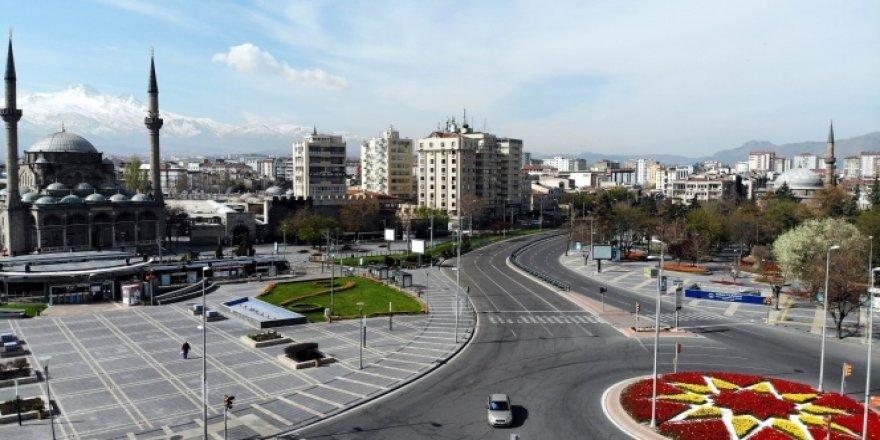 Sokağa çıkma kısıtlamasının son gününde cadde ve sokaklar boş kaldı