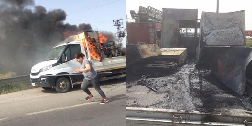 Seyir halindeki kamyonette yangın!
