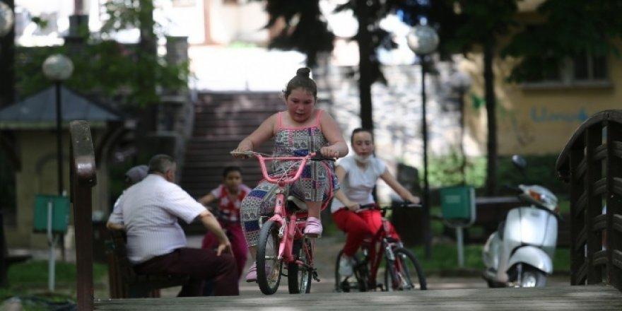 Çocuklar 4 saat özgürlüğe pedal çevirdi